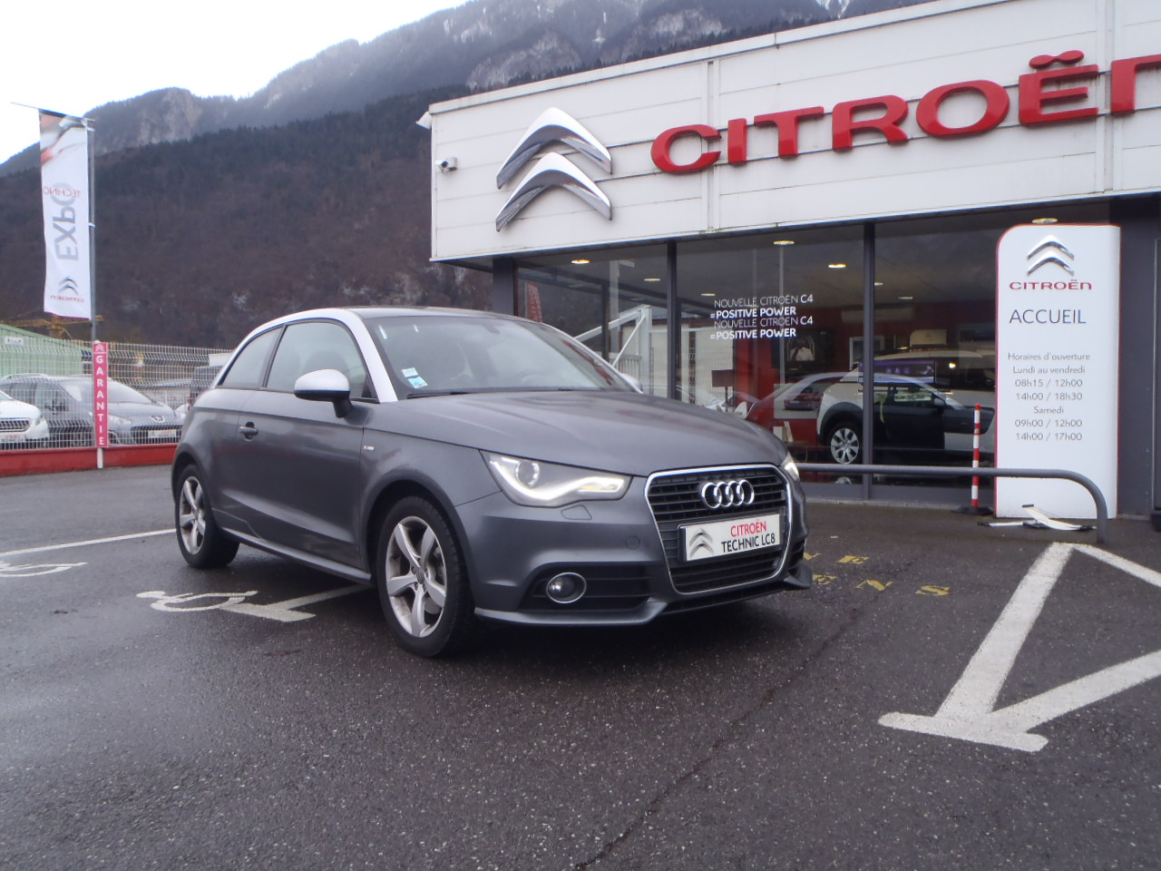 voiture audi a1 2 0 tdi 143 s line occasion diesel 2012 50900 km 17900 bonneville. Black Bedroom Furniture Sets. Home Design Ideas