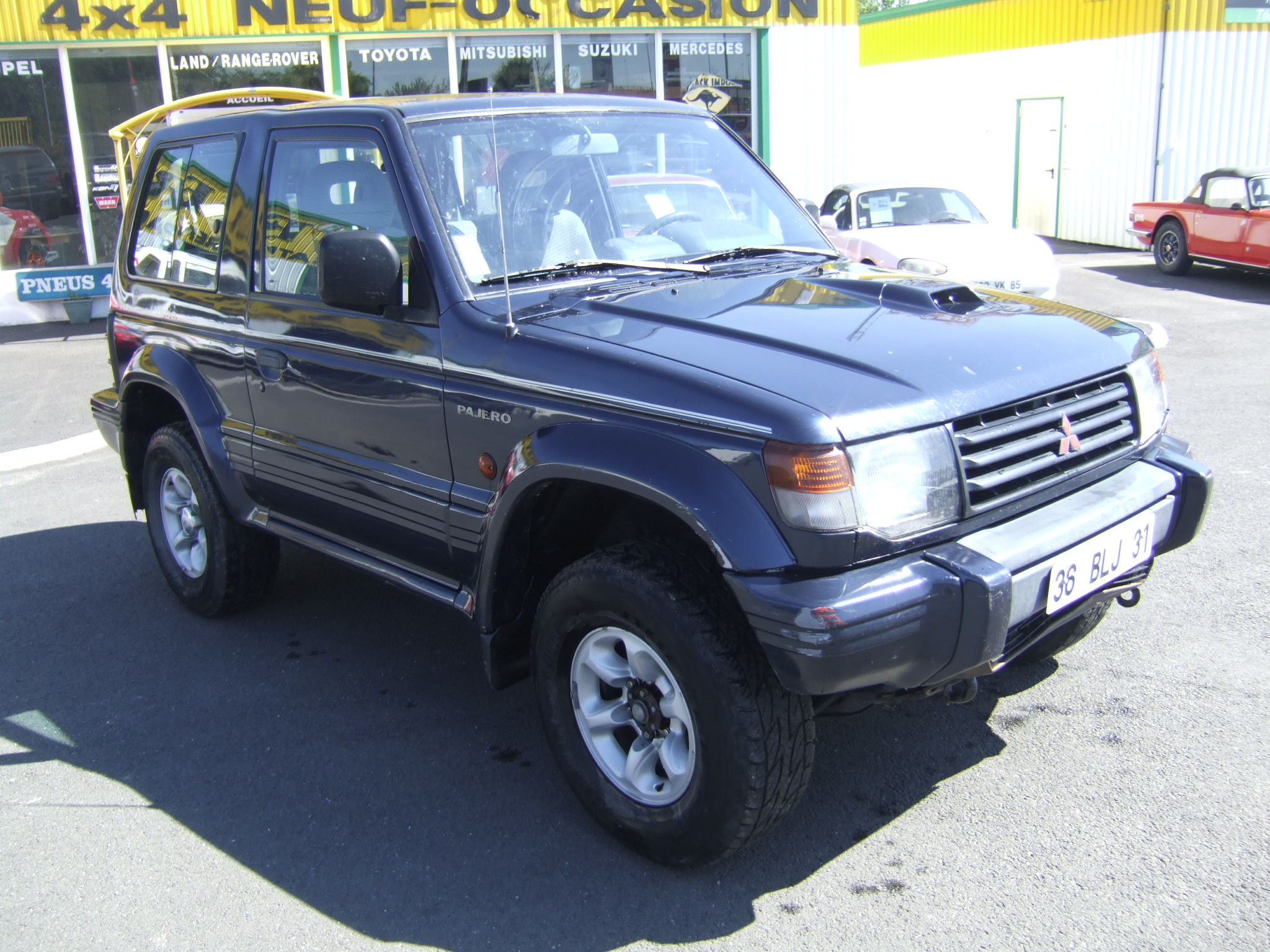 voiture mitsubishi pajero 2 8 l glx 125 cv 4x4 occasion diesel 1996 324550 km 6000. Black Bedroom Furniture Sets. Home Design Ideas