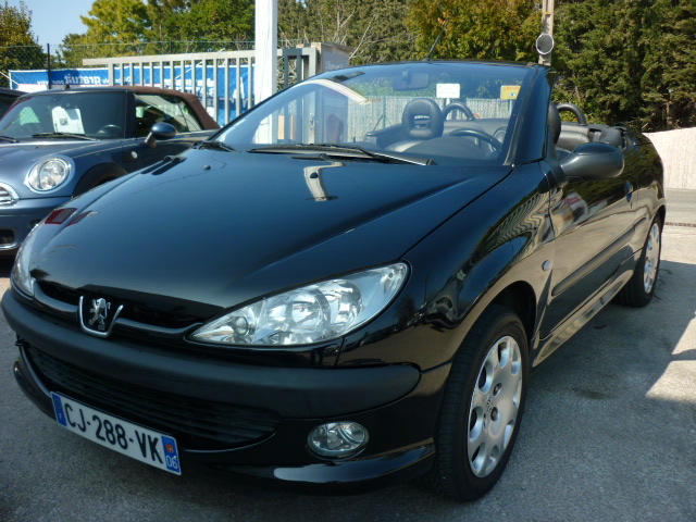 voiture peugeot 206 cc cc pack cuir 1 6 16v bva occasion essence 2002 73000 km 5350. Black Bedroom Furniture Sets. Home Design Ideas