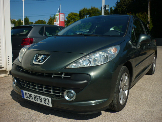 voiture peugeot 207 sport pack 1 6 hdi 16v 110 toit pano occasion diesel 2006 27000 km. Black Bedroom Furniture Sets. Home Design Ideas