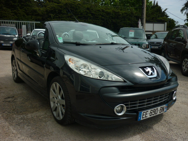 voiture peugeot 207 cc thp 150 feline cuir occasion essence 2008 54000 km 8990 le. Black Bedroom Furniture Sets. Home Design Ideas