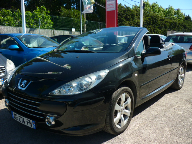voiture peugeot 307 cc 307 cc 2 0 hdi occasion diesel 2006 103000 km 7800 le golfe. Black Bedroom Furniture Sets. Home Design Ideas