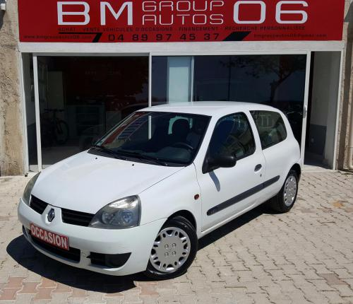 voiture diesel renault clio d 39 occasion nice moins de 146000 km 3000 euros. Black Bedroom Furniture Sets. Home Design Ideas