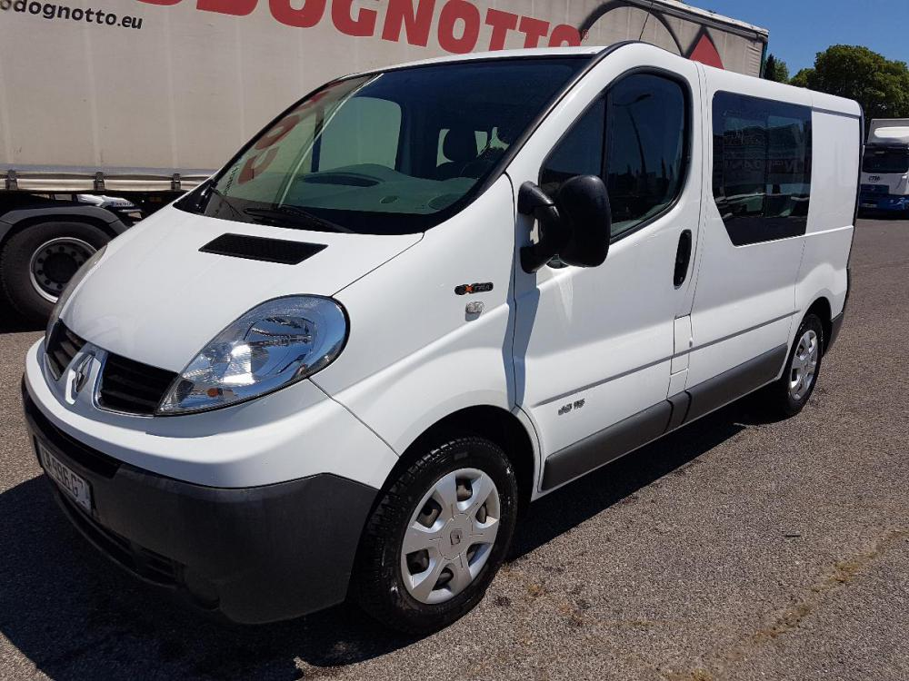 voiture diesel renault trafic d 39 occasion draguignan moins de 226000 km 5310 euros. Black Bedroom Furniture Sets. Home Design Ideas